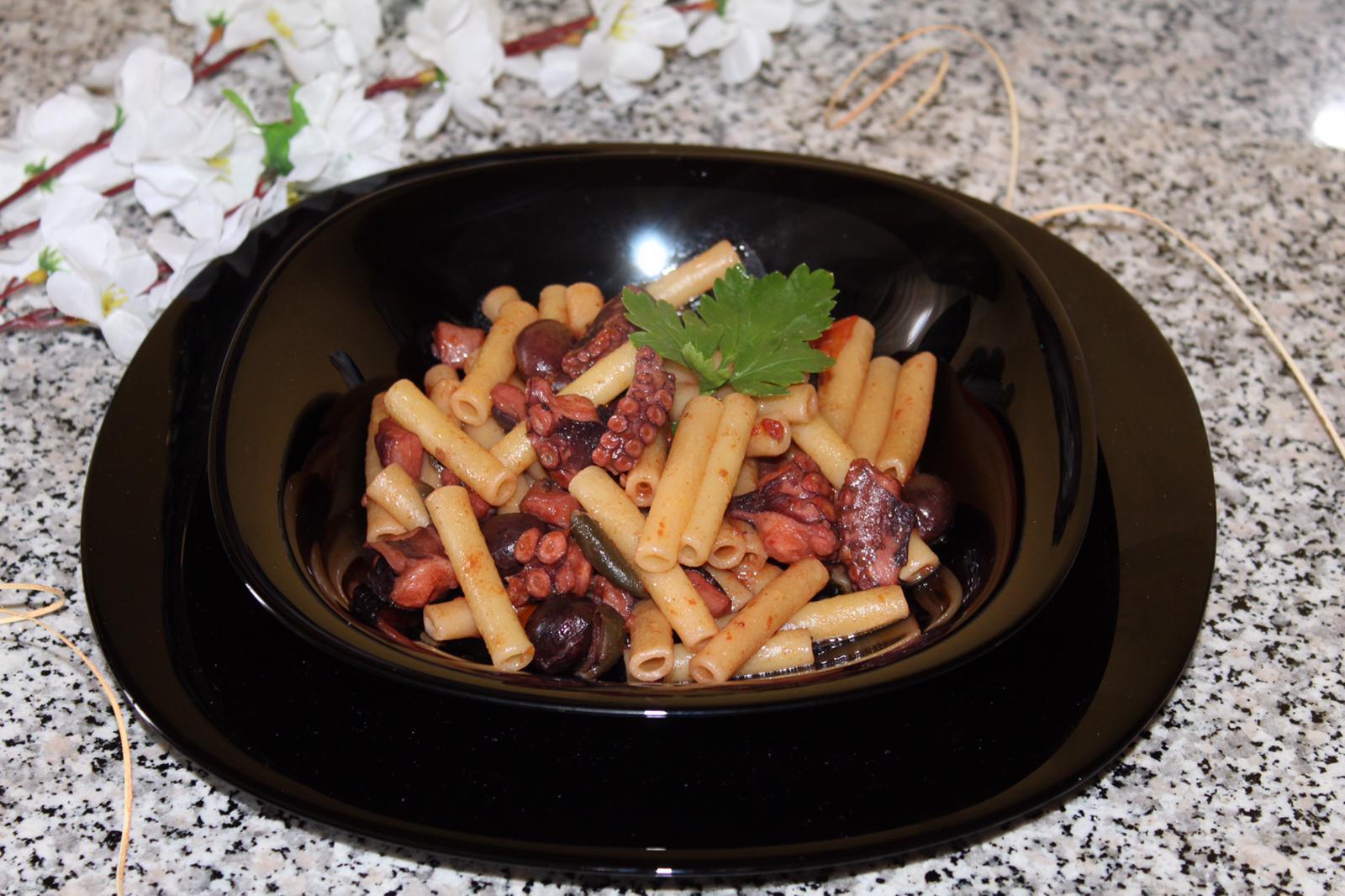 Mezzani-con-polipo-e-olive-greche.jpg