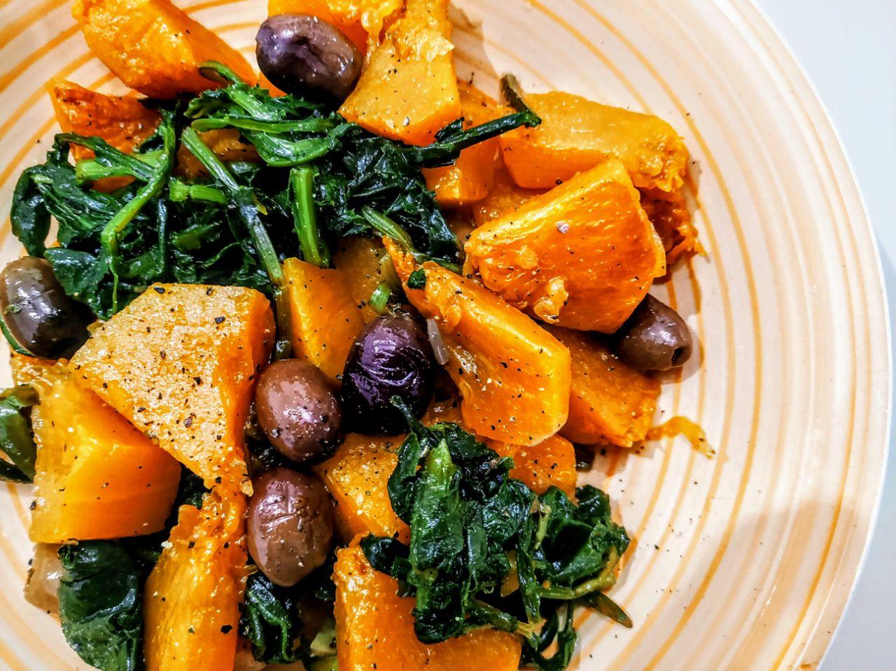 Zucca-con-tarassaco-e-mix-di-olive-verdi-e-nere