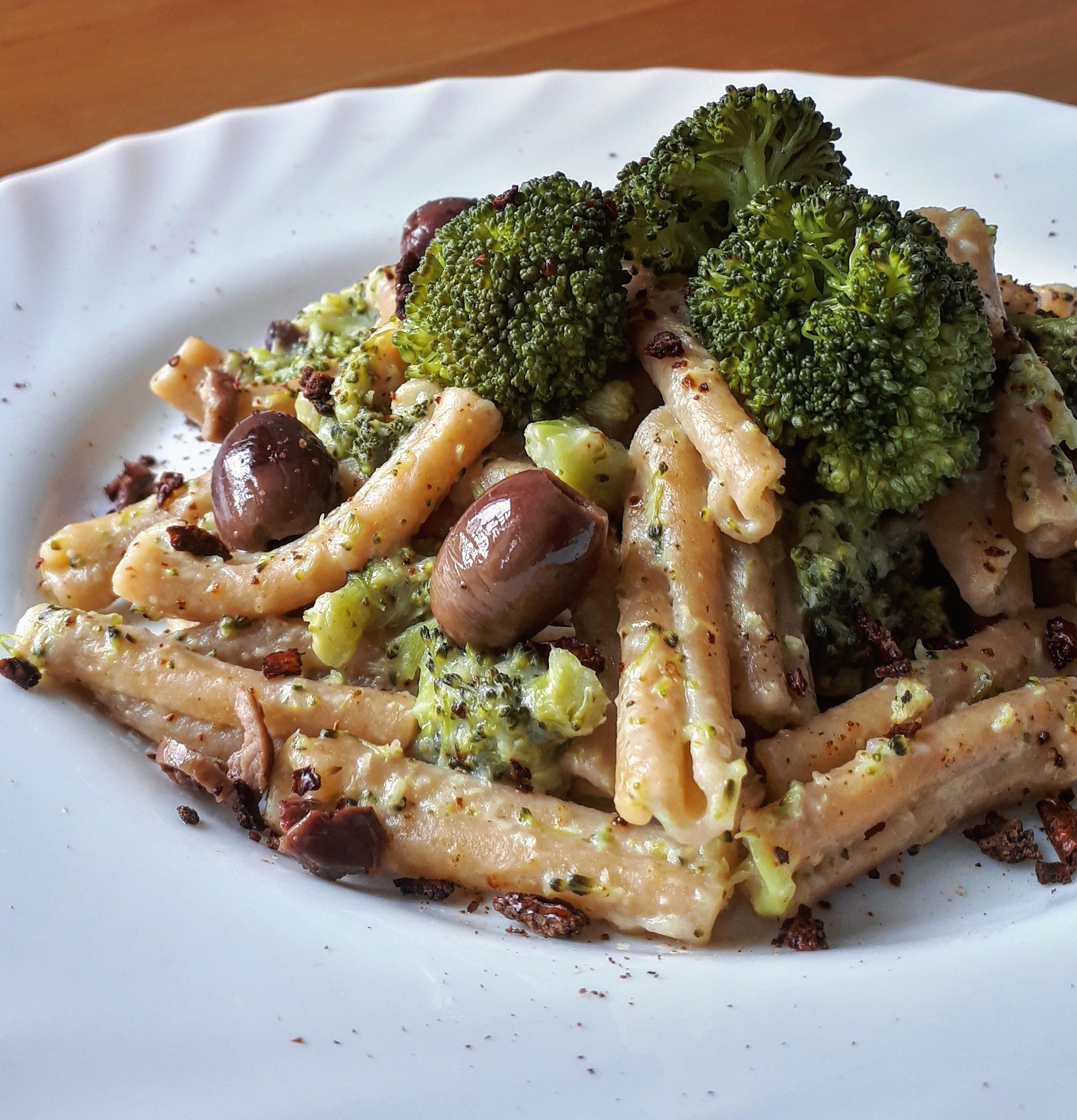 caserecce-integrali-con-broccoletti-e-olive-nere