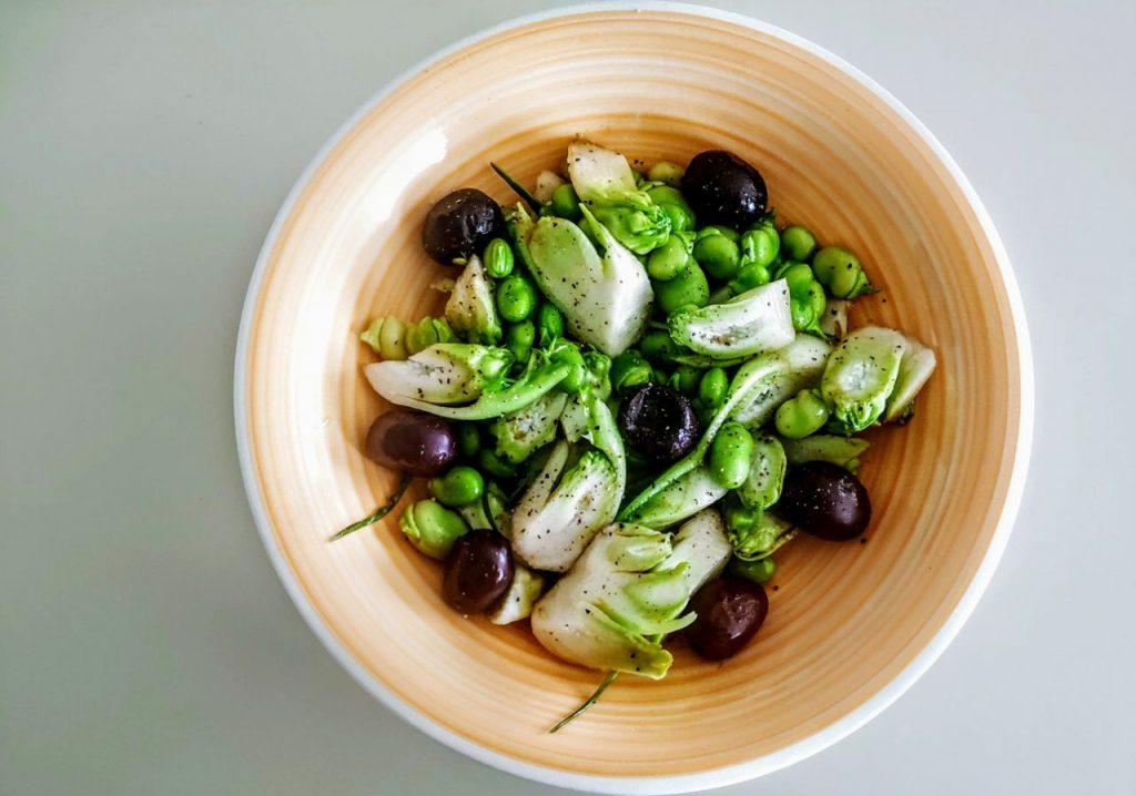 Insalata cicorie fave e olive