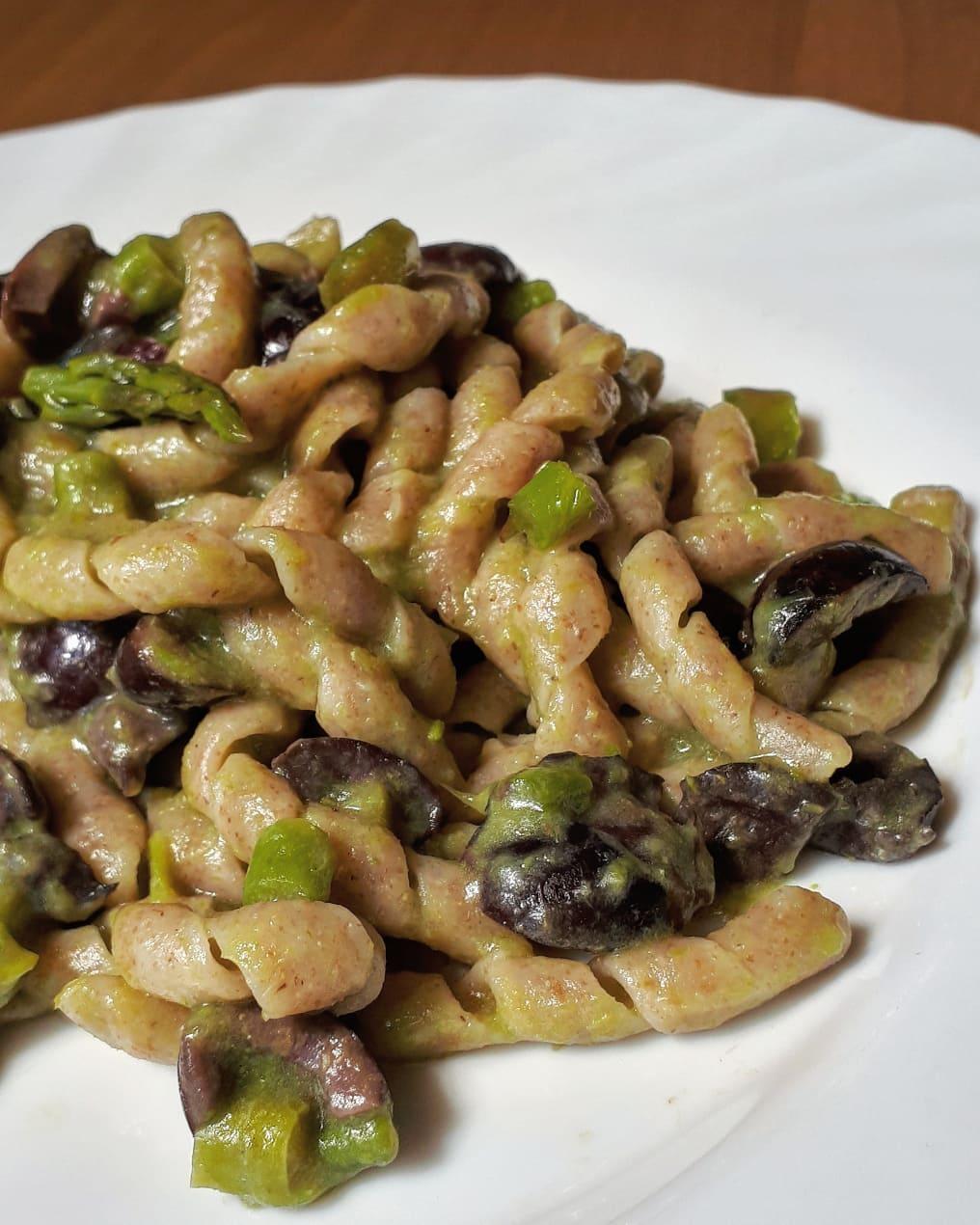 busiate-di-tumminia-con-crema-di-asparagi-e-olive