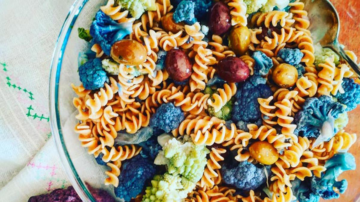 Fusilli-integrali-con-cavolfiori-colorati-ed-olive