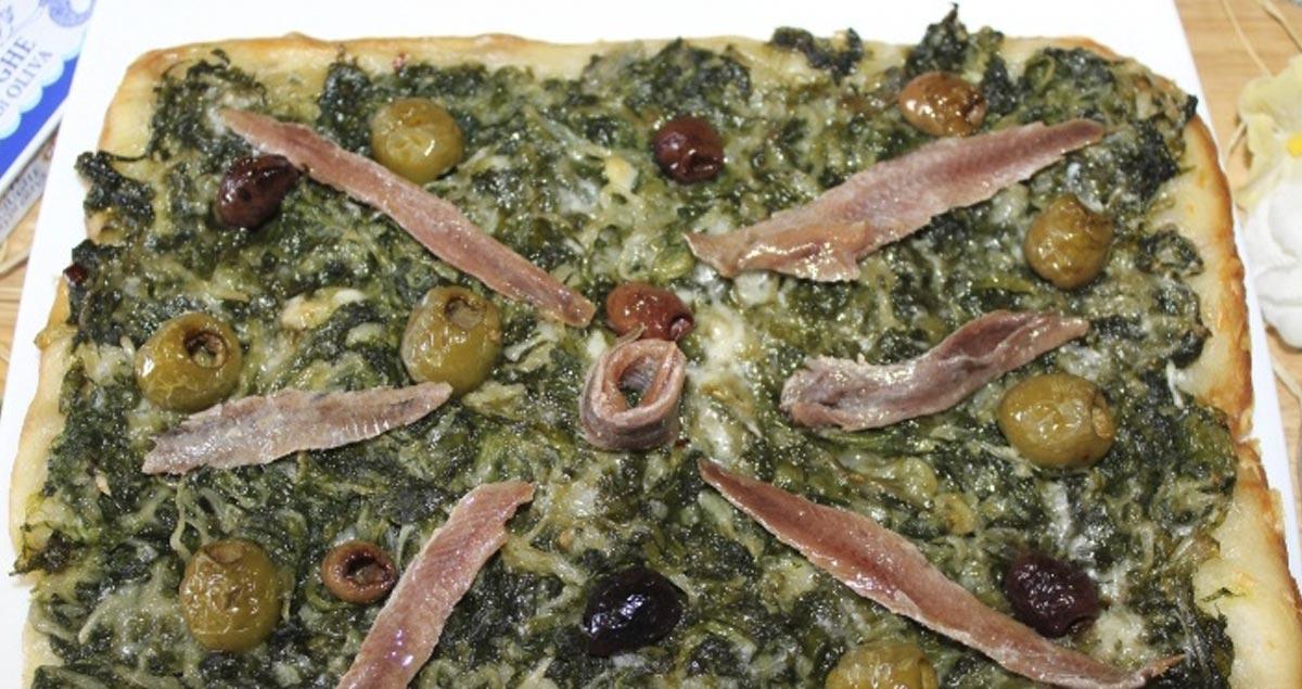 Pizza-con-scarole-Acciughe-e-Olive