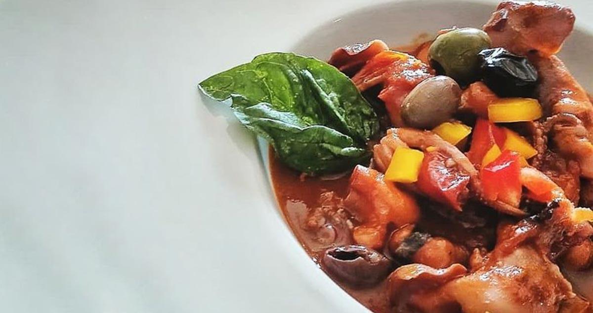 Zuppa-di-polpo-con-peperoni-ed-olive
