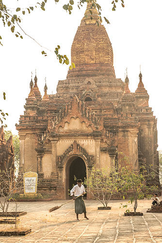 bagan-temple-courtyard