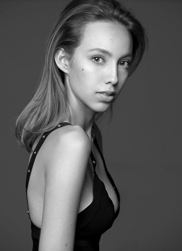 Beauty  Fotograf x Mode  Sedcard Fotografie by Oliver Rudolph
