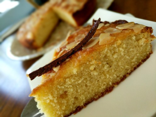 Semolina and yoghurt lemon cake