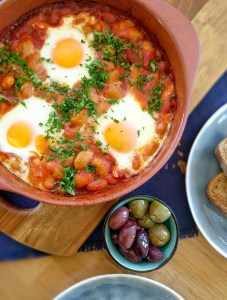 baked eggs and beans tomato sauce