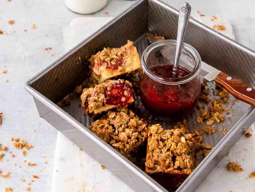 strawberry and rhubarb crumble bars