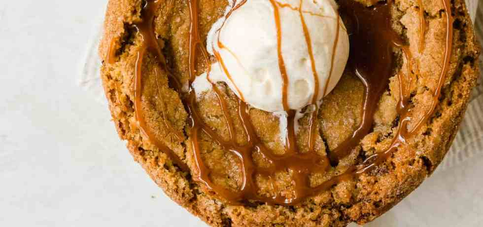 chai snickerdoodle skillet cookie