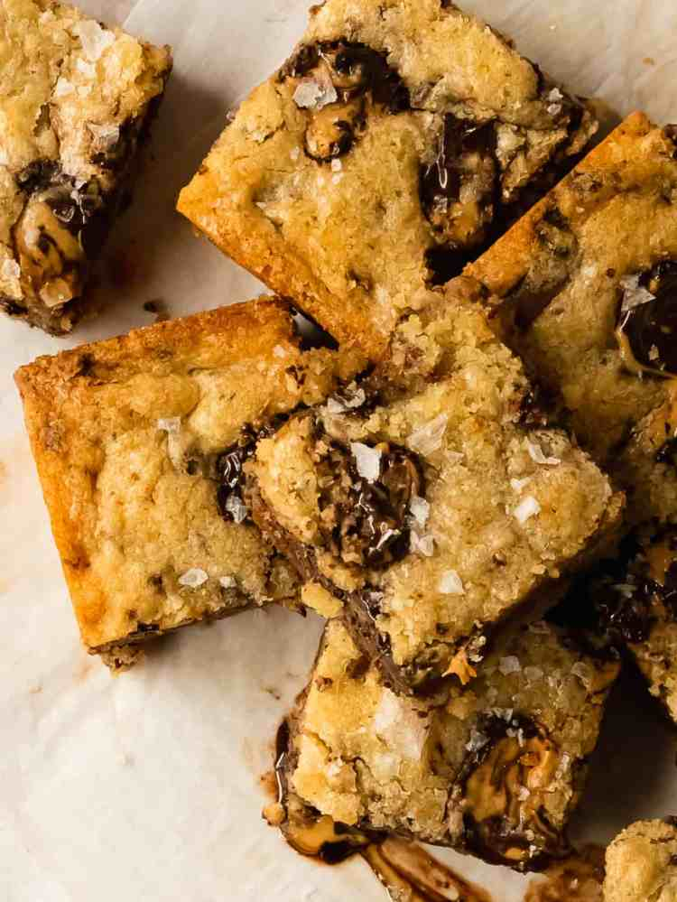 peanut butter cup cookie bars