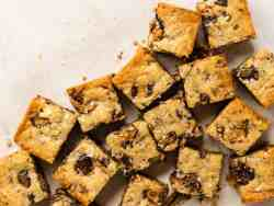 peanut butter cup shortbread bars