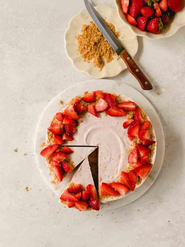 strawberry pretzel cheesecake