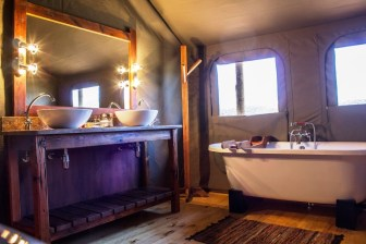 buffelsdrift_game_lodge_luxury_family_tent_bathroom