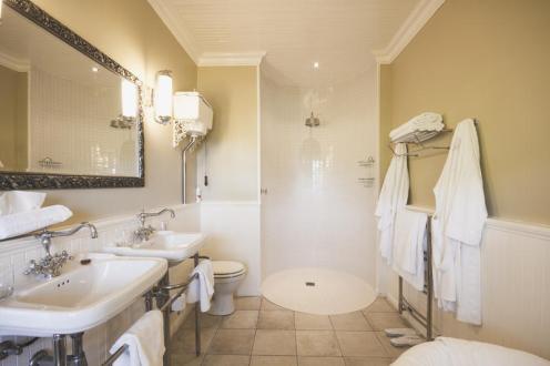 standard_room_bathroom_schoone_oordt_country_hotel1