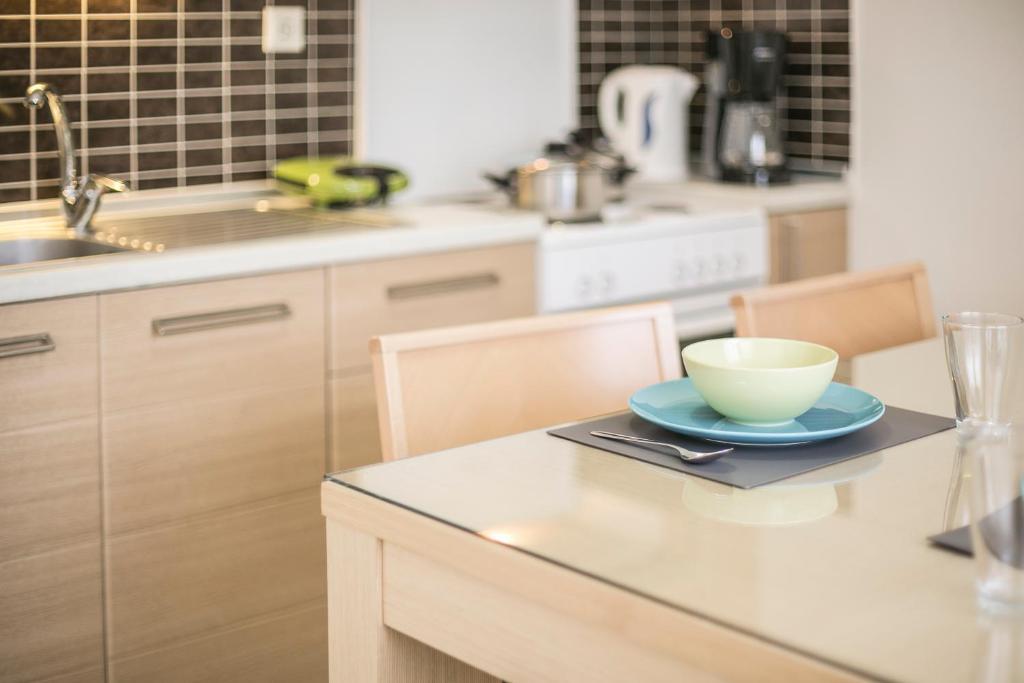 olivetree deluxe apartment kitchen