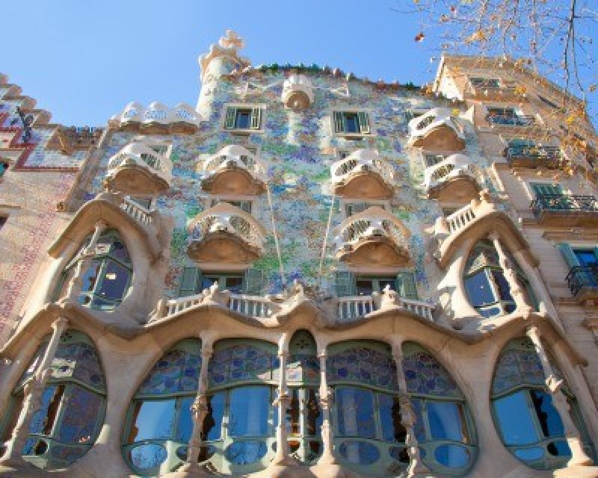 Gehry versus Gaudi  Innovation through IT
