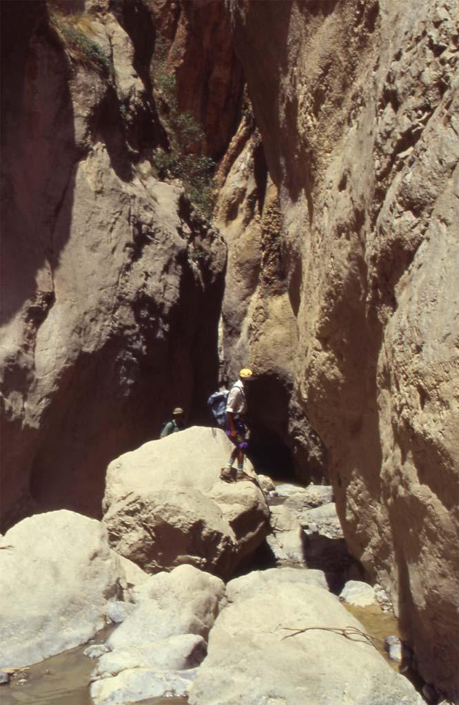 Gorge de l'Akkha-n-Tadrout (gorge d'Oussaka), le 17 août 1994