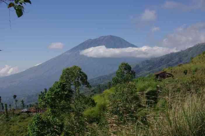 Le mont Agung vu des crêtes du Batur, le 8 juillet 2007