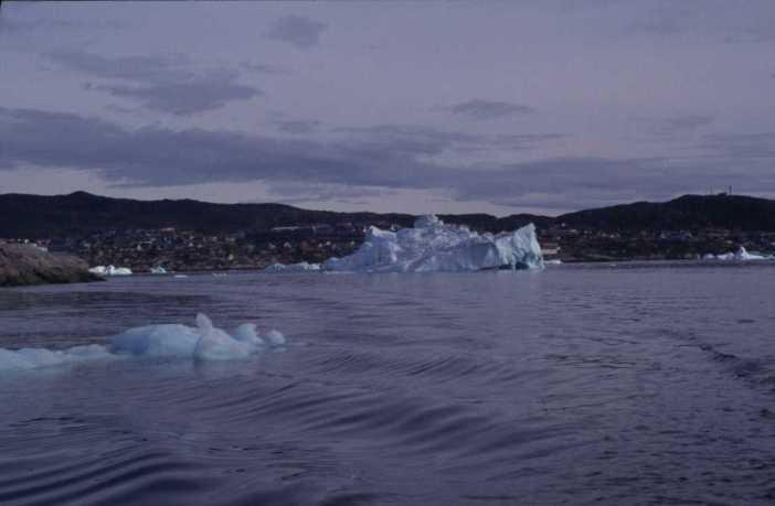 En quittant Ilulissat en bateau, le 10 août 2002