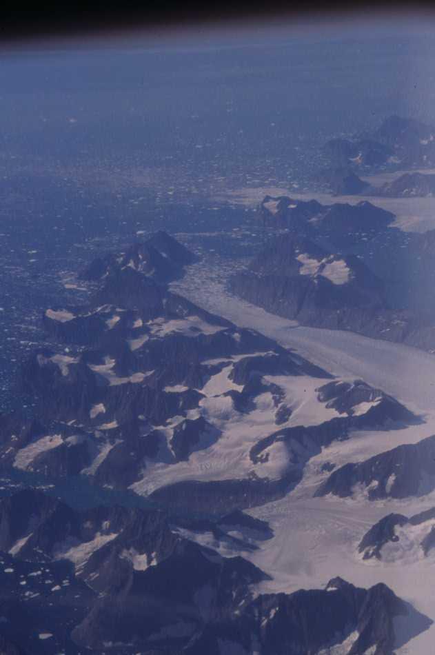 En survolant la côte est du Groenland, le 10 août 2002