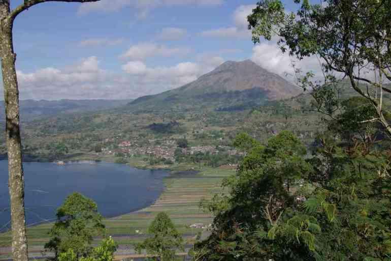 Le mont Batur vu depuis les crêtes, le 8 juillet 2007
