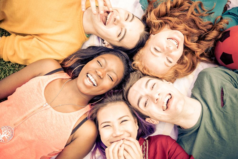 Sourire pour se connecter aux autres et à soi-même