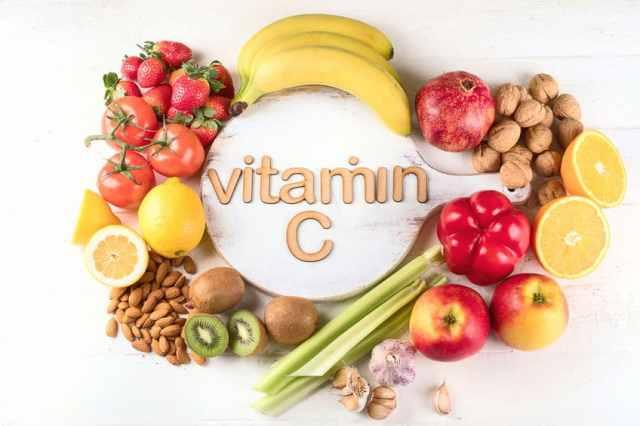 Witamina C – właściwości, działanie i dawkowanie kwasu askorbinowego