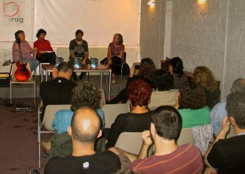 O Ateneu Roig de Barcelona acolleu a presentación do libro de Amauta Castro