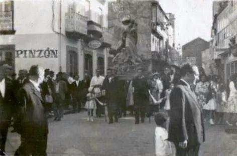 Procesión da Virxe do Mar ao pé do Bar Pinzón, rúa Ezequiel López