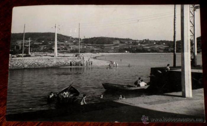 Praza do Peixe, bocaña do rio Condomiñas e a praia da Madalena ao fondo