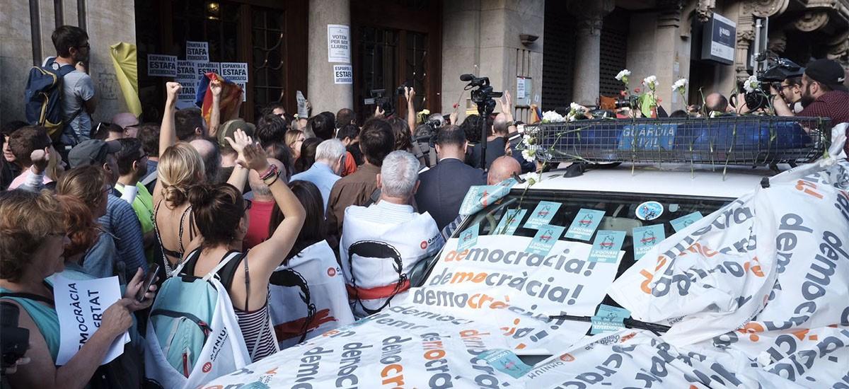 A Autonomía catalá,  suspensa. Axentes da Garda civil deteñen ilegalmente altos cargos do Govern da Generalitat