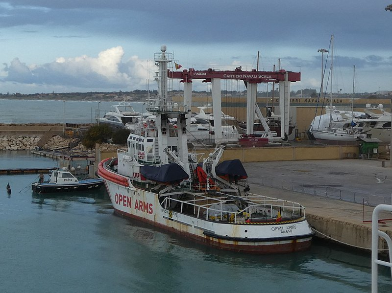 O goberno de Pedro Sánchez bloquea  o ''Open Arms' no porto de Barcelona