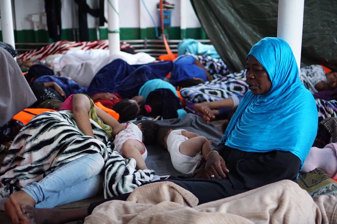 """O """"Open Arms"""" pide asilo en España para as 31 crianzas a bordo"""