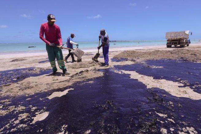 Desastre ambiental nas praias de Pernambuco