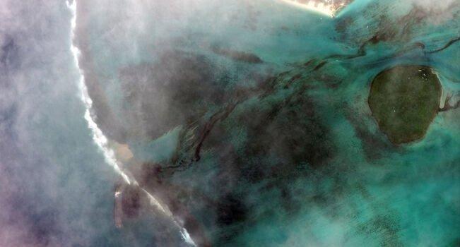 Alarme nas Ilhas Maurícias após derramamento de toneladas de óleo de um navio