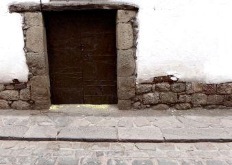 06 cusco brown door