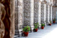 17 arequipa claustros columns
