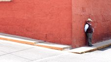 46 arequipa red wall man