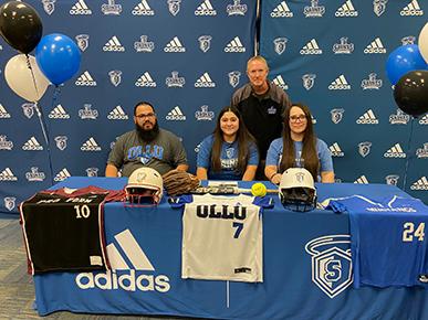 Julianna Alvarado signs with OLLU softball
