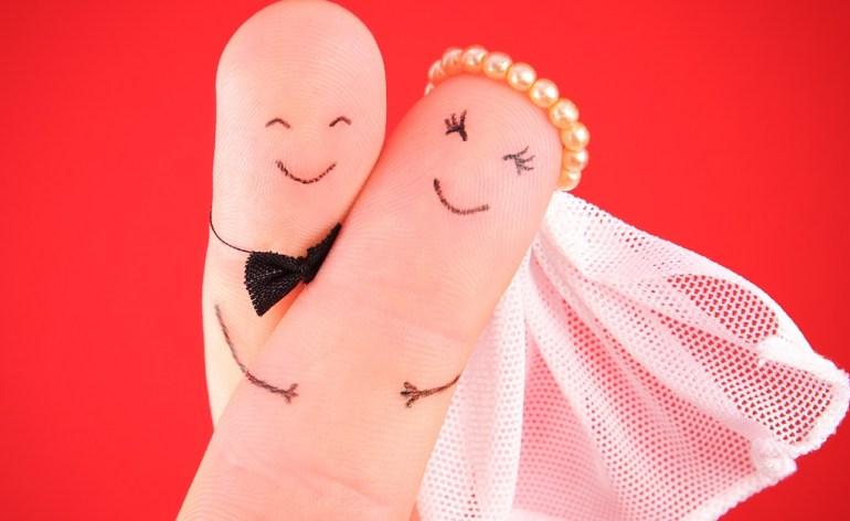 married-fingers
