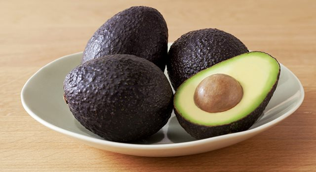 ripe-avocados-on-counter