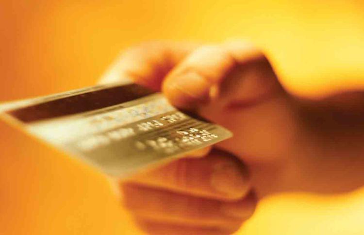 Λεφτα ΔΕΝ υπάρχουν Σταθερή ή μειωμένη η αξία συναλλαγών παρά την αύξηση έκδοσης χρεωστικών καρτών