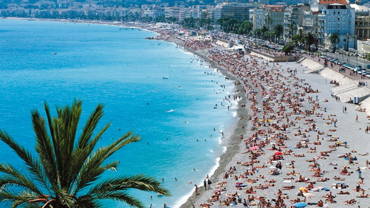 Κάννες Απαγορεύτηκαν οι μεγάλες τσάντες στις παραλίες της πόλης λόγω τρομοκρατίας