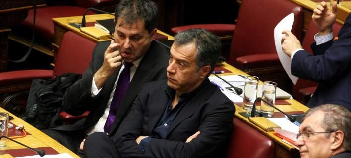 Μετά την κατακραυγή ο Θεοδωράκης λέει οτι θα ψηφίσει το ΕΣΡ