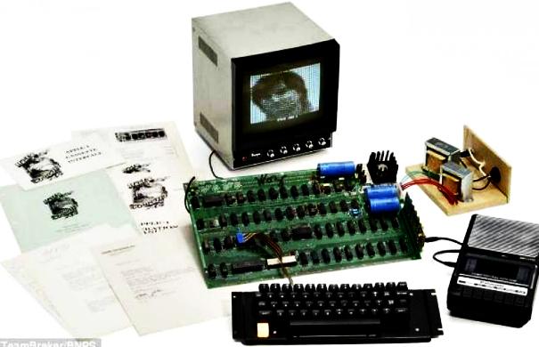 Ο «πρώτος υπολογιστής Apple» έπιασε αστρονομικό ποσό σε δημοπρασία