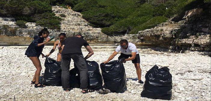 ΔΕΙΤΕ ΤΟΝ ΕΛΛΗΝΑ Will Smith Μάζεψε μόνος του τόνους σκουπιδιών