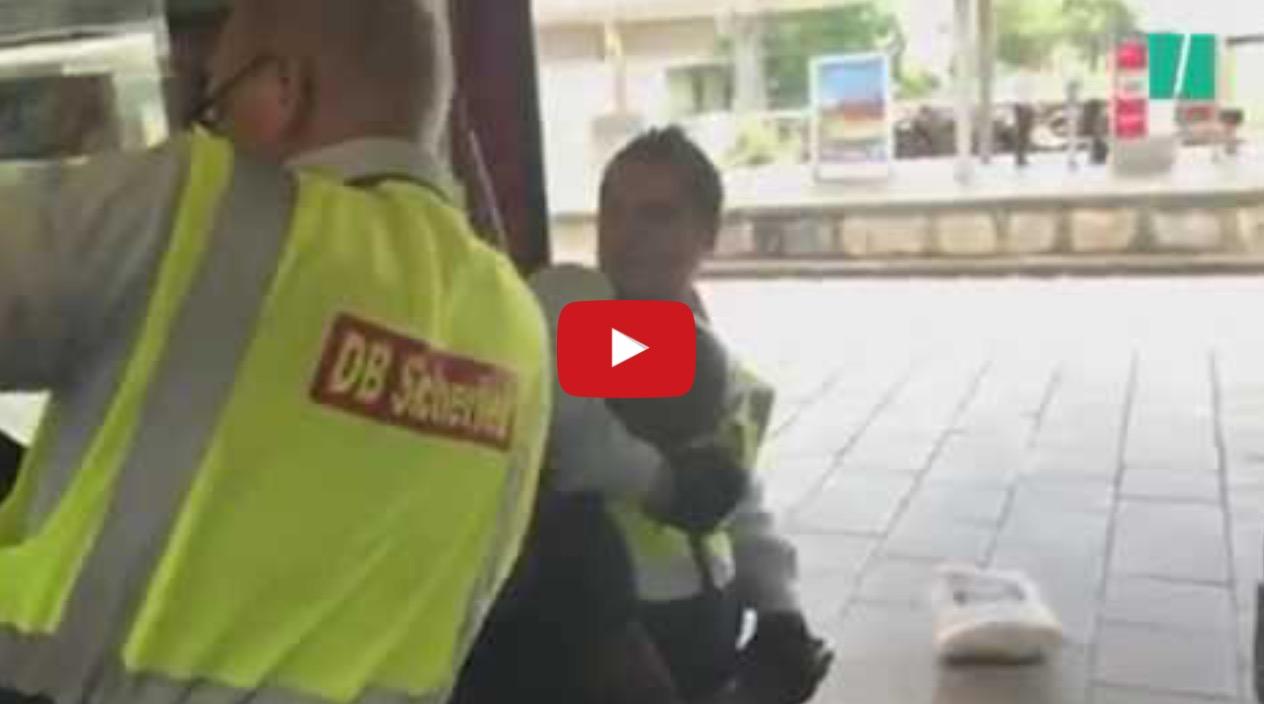 Ελεγκτές εισιτηρίων στον ηλεκτρικό του Μονάχου έκαναν τόπι στο ξύλο μετανάστη