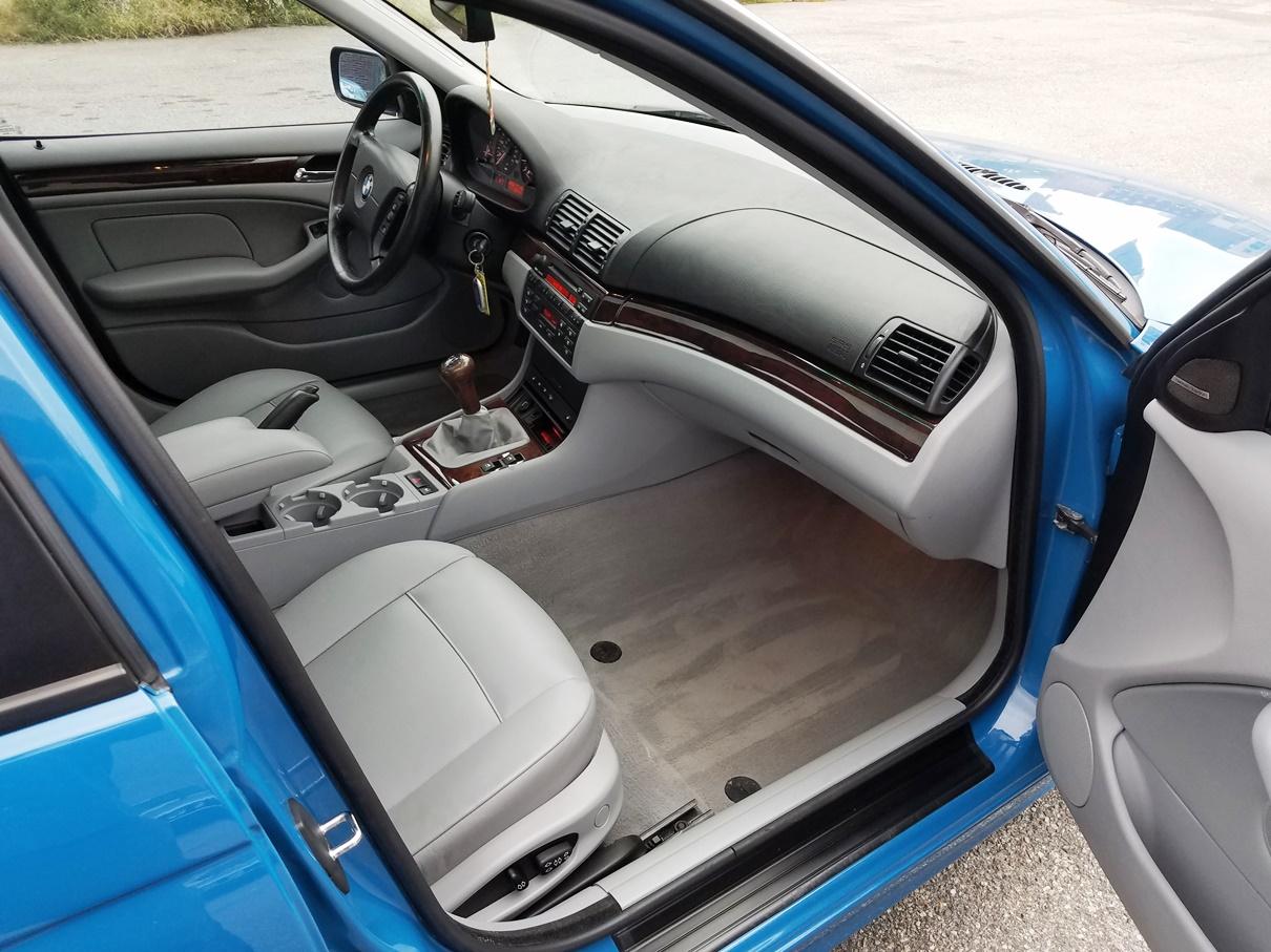 2004 BMW front interior