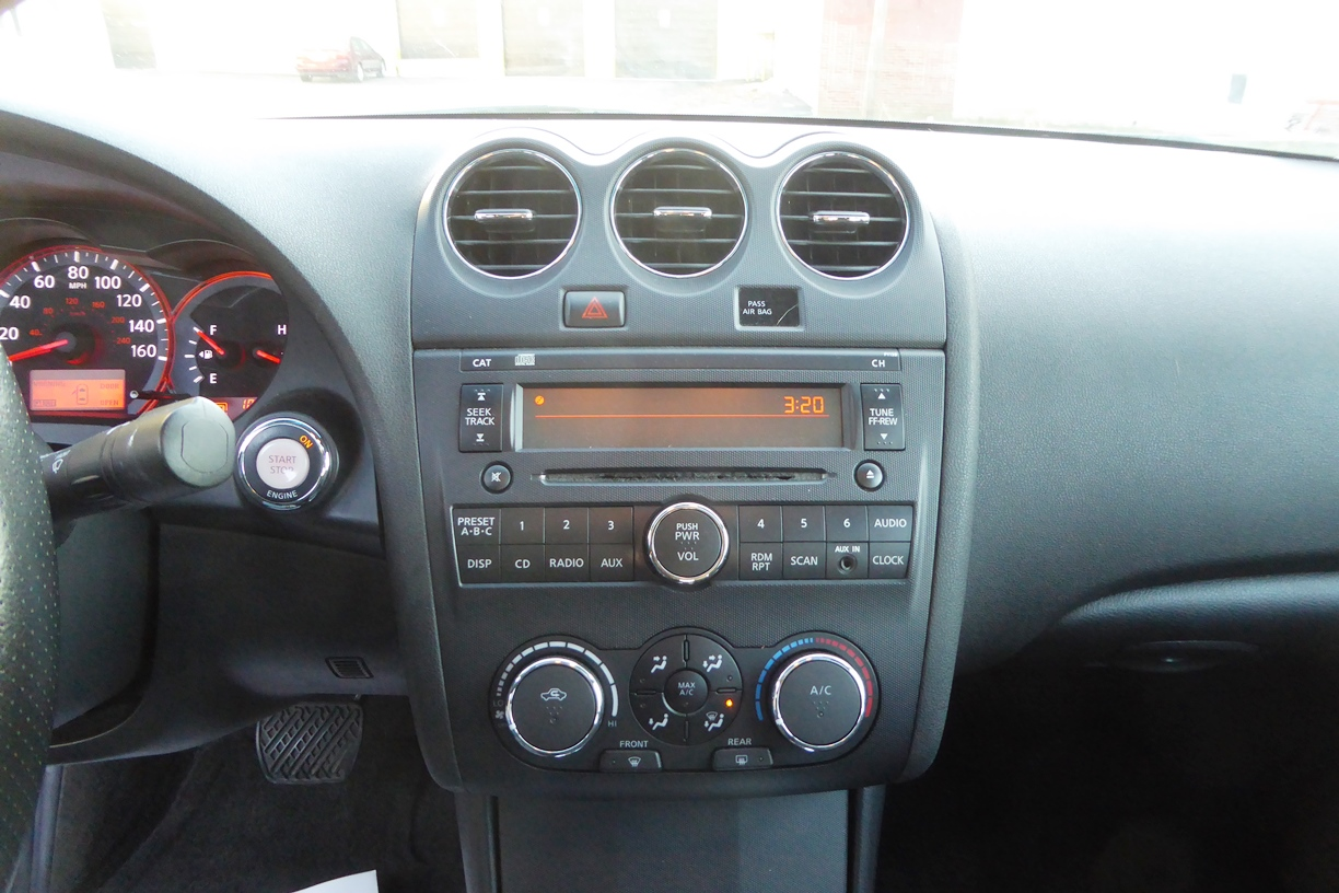 2009 Nissan Altima Sedan intrument panel